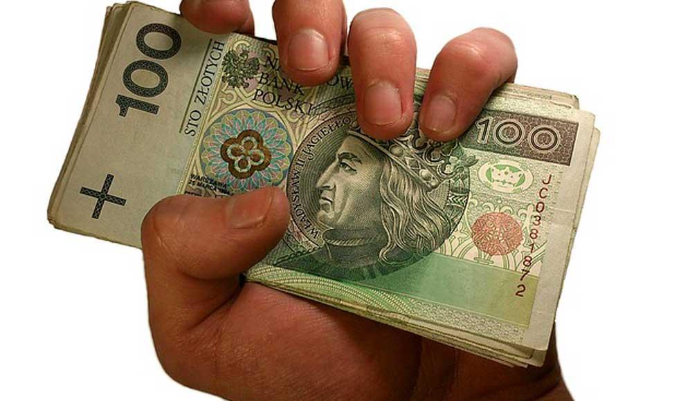 Blisko 40 proc. kobiet samodzielnie podejmuje decyzje finansowe.