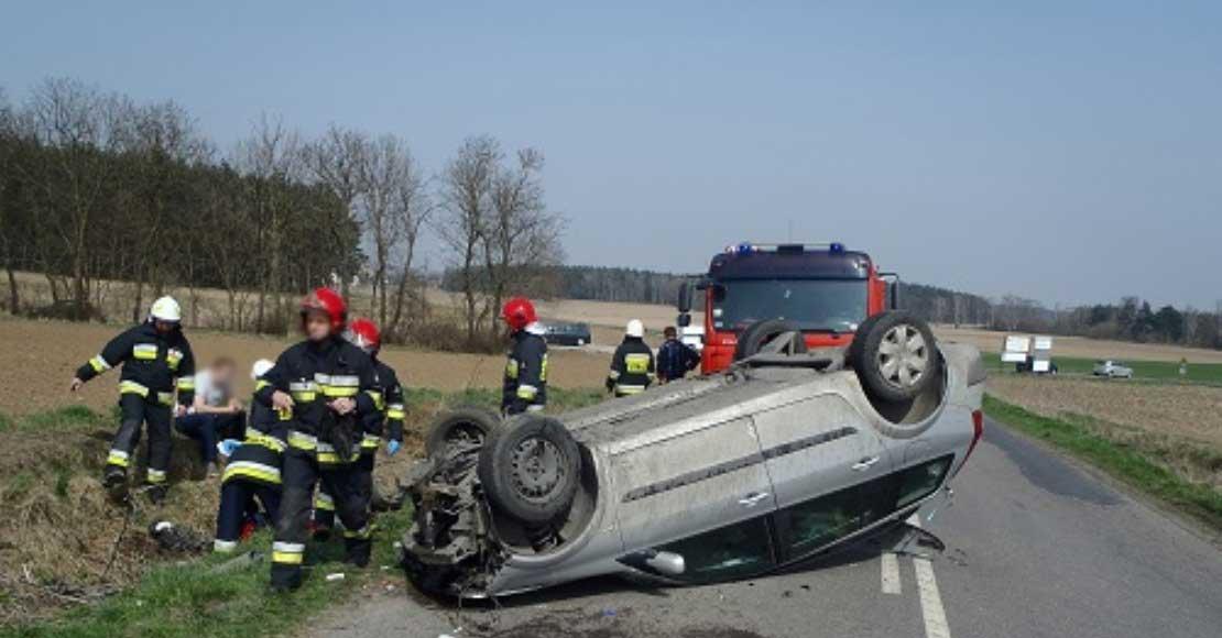 Pijany kierowca dachował swoim samochodem