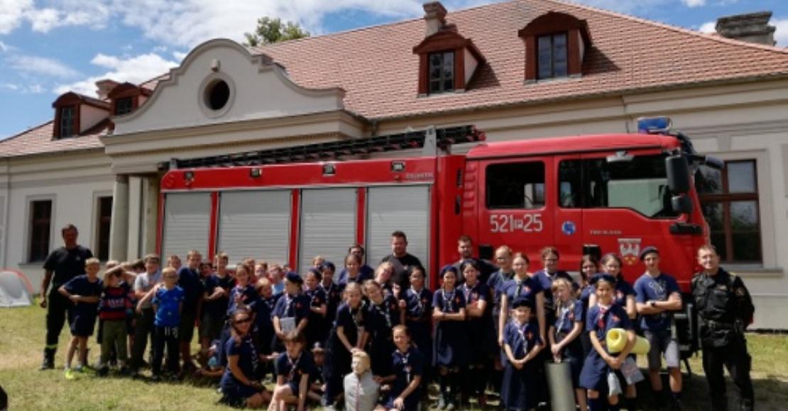 Harcerze pod opieką strażaków