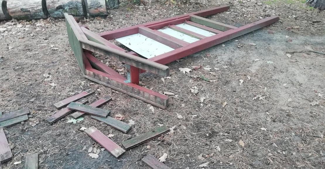 Wandale zniszczyli tablice na ścieżce NW