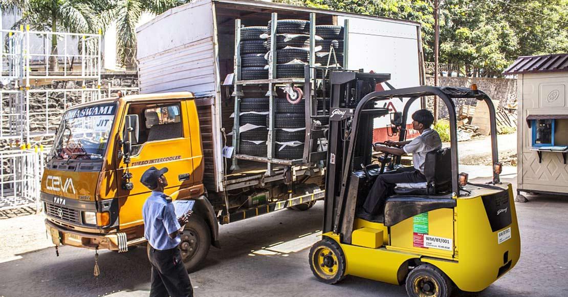 Gdzie kupić rolki do wózków paletowych – kilka rad