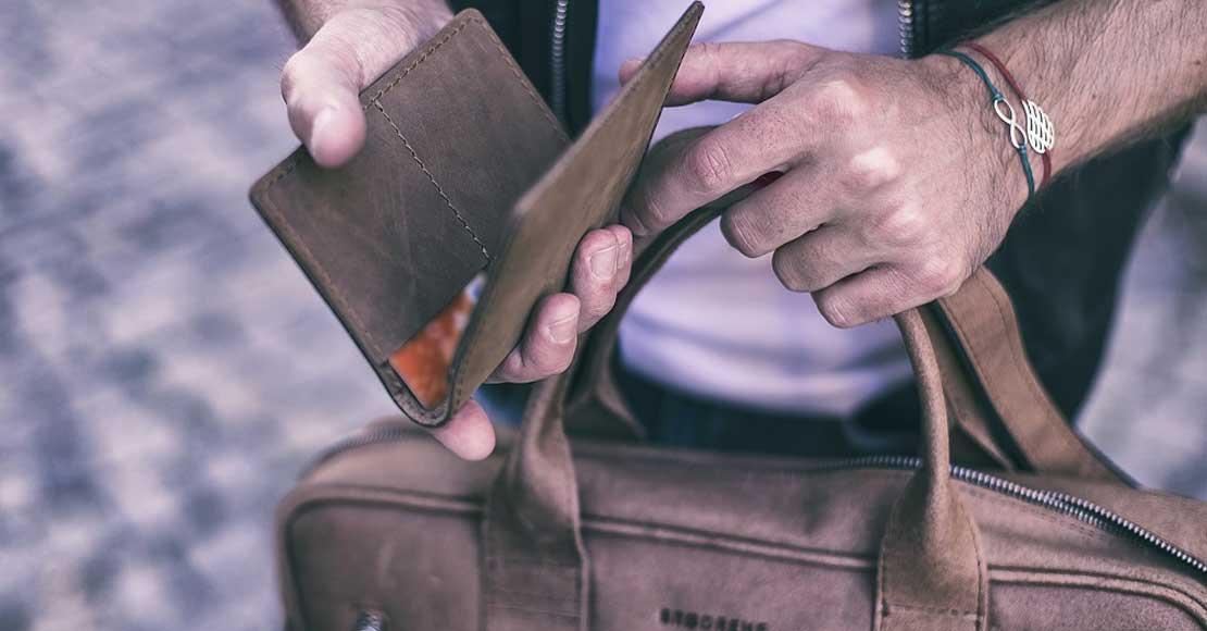 Co mężczyźni noszą w portfelu? Radzimy jaki portfel dobrać do męskich potrzeb