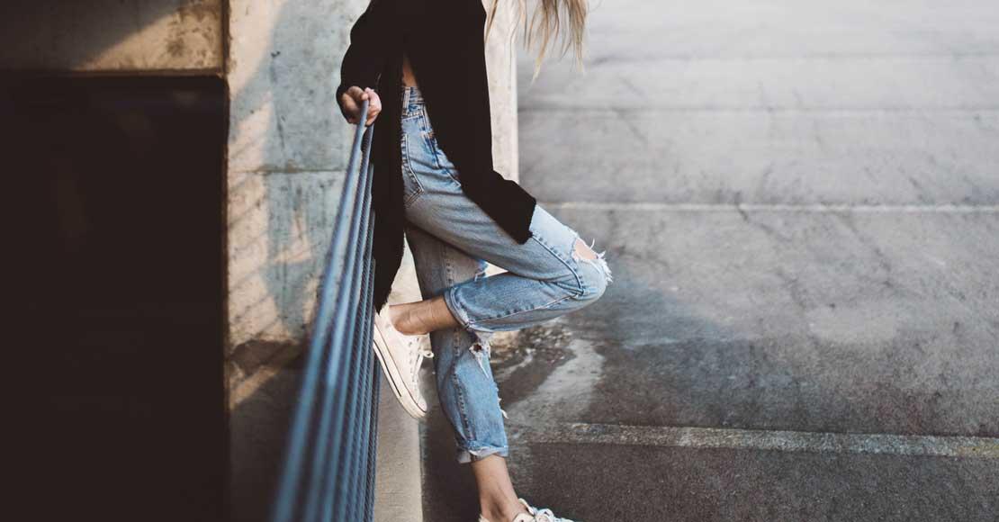Białe jeansy - klasyka w modnym wydaniu