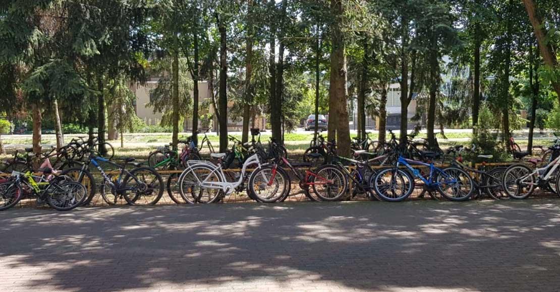 Zbierają na stojaki do rowerów