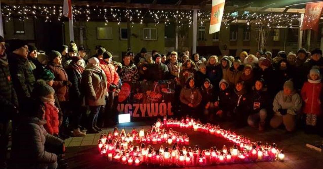 Światełko na Placu 1 Maja w Ryczywole