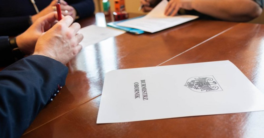 """Stowarzyszenie Pomocy Dzieciom i Młodzieży Niepełnosprawnej """"PRZYJACIEL"""" podpisało umowę"""