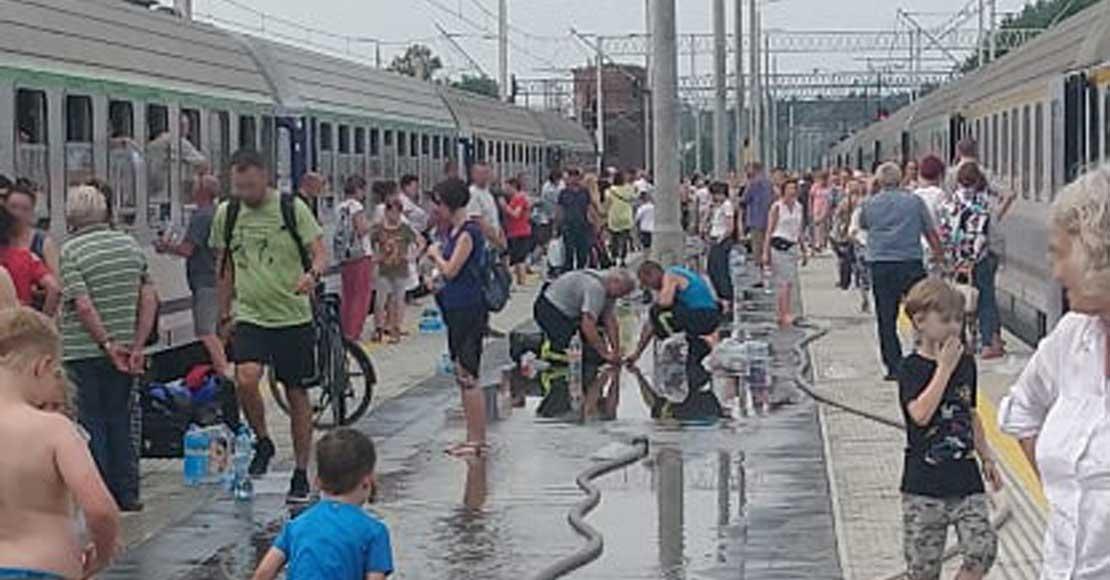Dwa pociągi osobowe zatrzymane na stacji w Rogoźnie! (aktual)