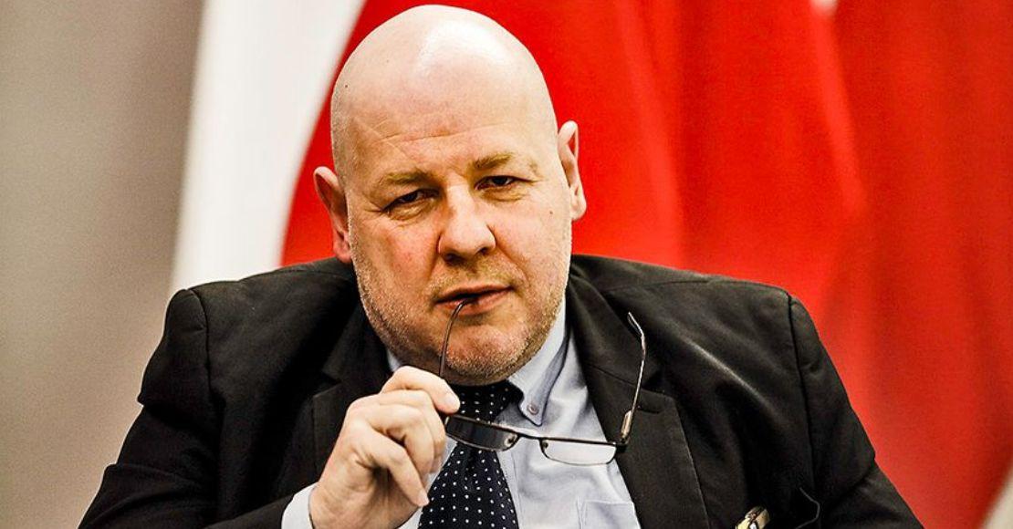 To sam Kuchciński jest większym problemem niż jego przeloty...