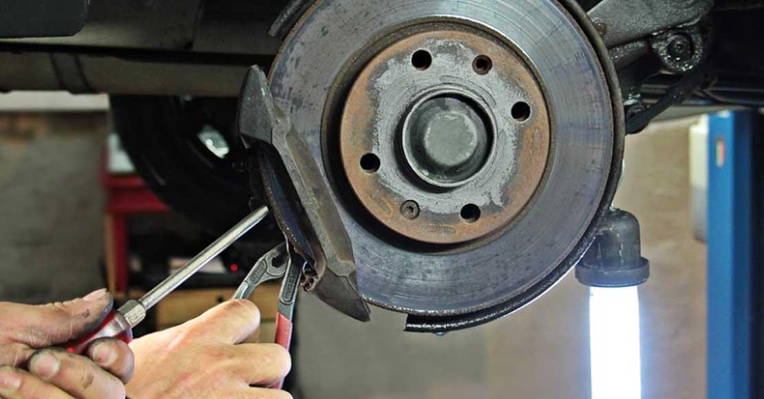 Jakiego sprzętu potrzebuje warsztat mechaniczny?