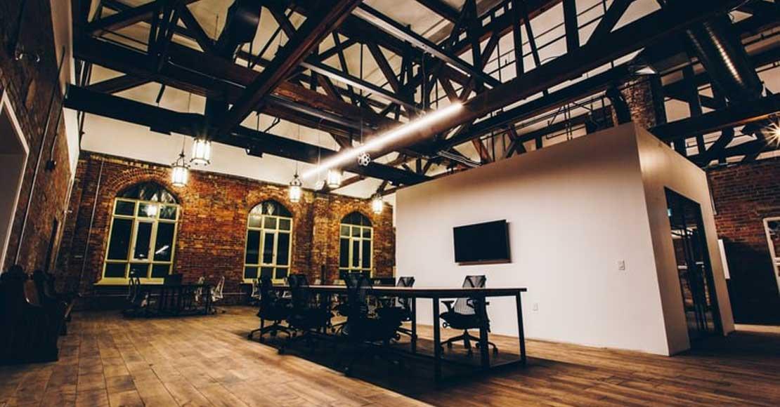 Fotele biurowe – na co trzeba zwrócić uwagę przy zakupie?