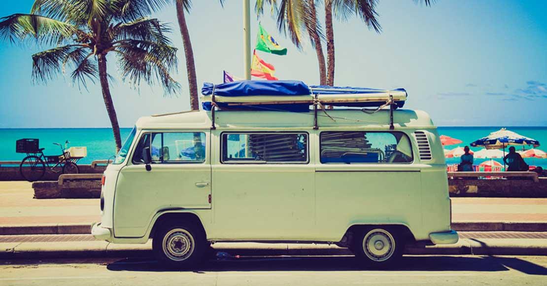 Ile kosztuje wypożyczenie auta na wakacje? Sprawdź, czy to się opłaca!