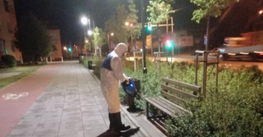 Prowadzili dezynfekcję miejsc publicznych