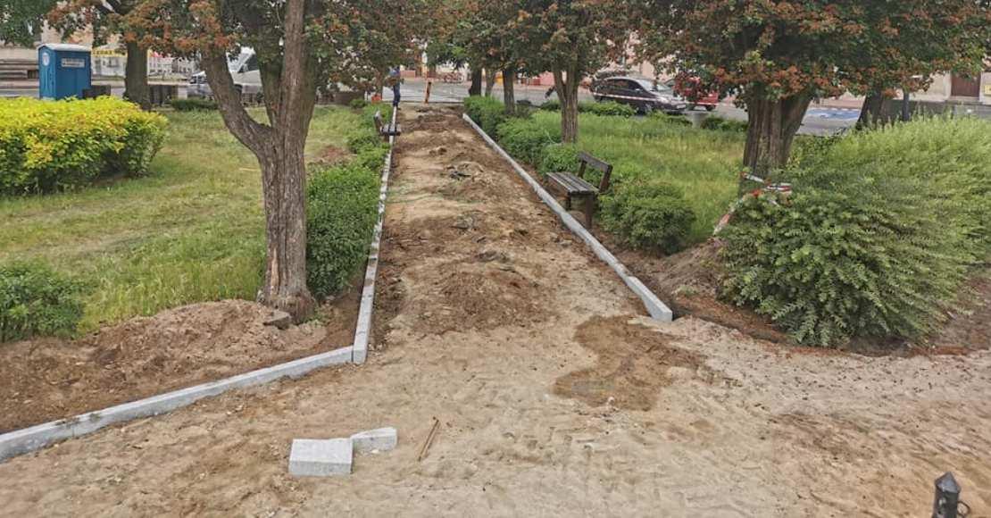 Trwa rewitalizacja rogozińskiego placu (foto)