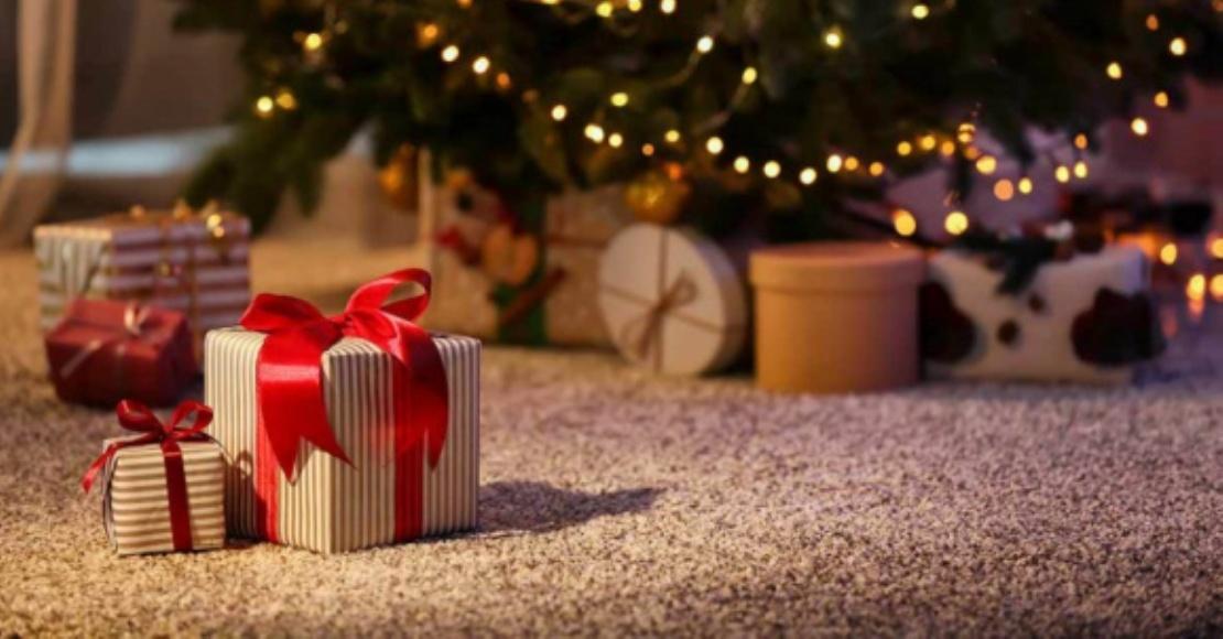 Polacy często mają problem z wyborem prezentu dla bliskich. 70 proc. znajduje pod choinką nietrafiony upominek (film)