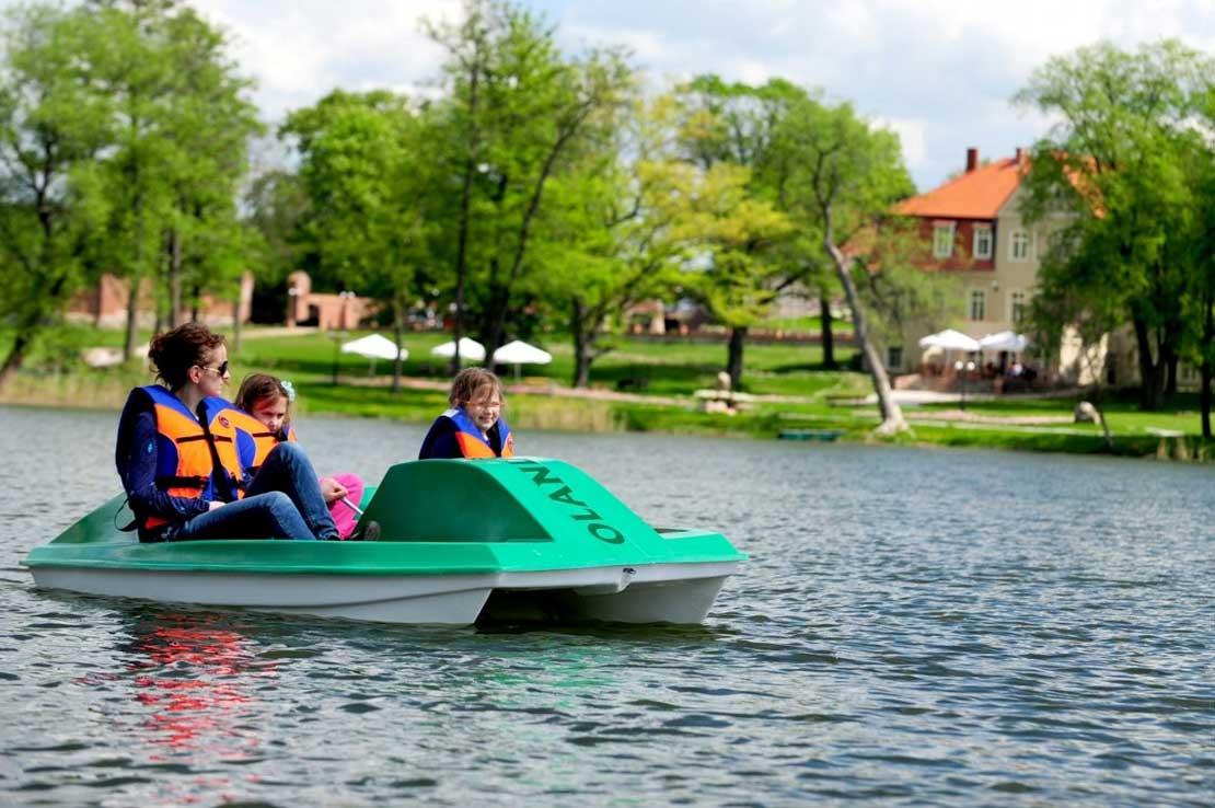 Wakacje w hotelu nad wodą – najlepszy relaks dla całej rodziny