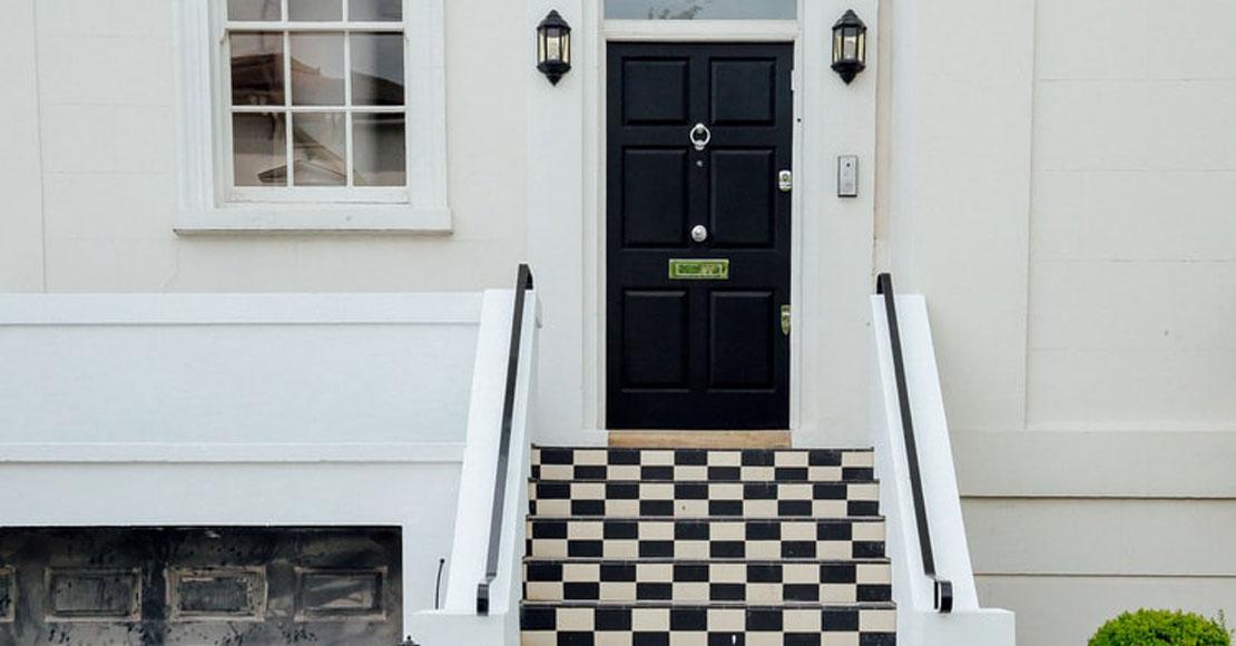 Jakie drzwi do domu wybrać, aby były solidnym zabezpieczeniem?