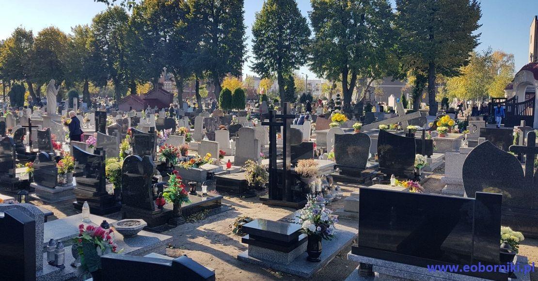 Rekordowa liczba pochówków, problem z dostępnością trumien i skromniejsze wydatki na pogrzeby