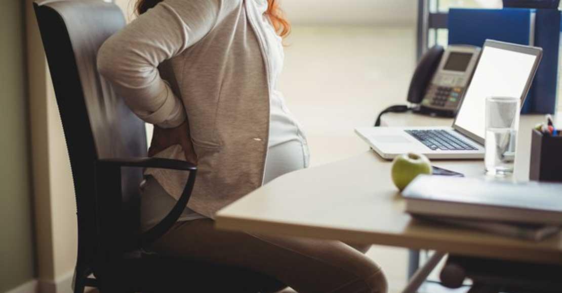 Ból kręgosłupa w ciąży – dlaczego występuje i jak sobie z nim radzić?