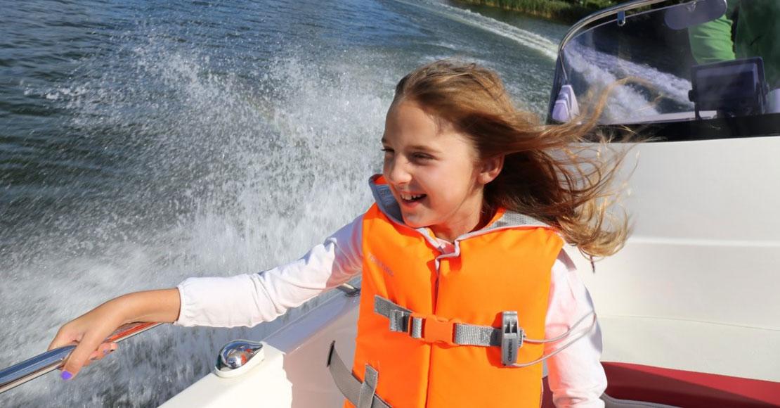 Weekend nad jeziorem – gdzie warto wyjechać na krótki urlop?